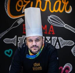 David  Melo ministra cursos para quem deseja obter renda extra com bolos e ovos de páscoa