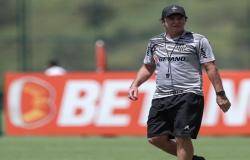 Sob o comando de Cuca, Galo busca manter 100% no Mineiro