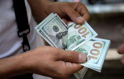 Dólar fecha a R$ 5,74 e tem maior alta semanal em nove meses