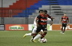 David marca e deixa tudo empatado entre Vitória e Bahia de Feira