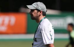 Abel Ferreira retorna de Portugal e comanda treino: ?Recarreguei meu coração de energia e amor?