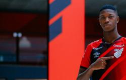 Athletico Paranaense acerta a contratação do atacante Matheus Babi