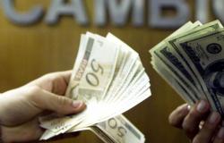 Dólar fecha abaixo de R$ 5,70 com alívio no exterior