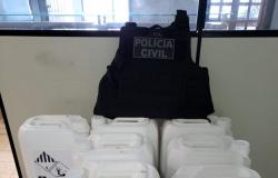 Polícia Civil prende homem com 15 galões de defensivos em quarto de hotel em Primavera do Leste