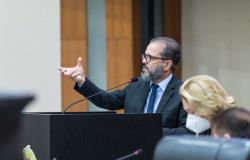Projeto que valoriza profissionais da educação é aprovado em 2ª votação