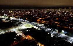 Viaduto possui iluminação em LED e vai duplicar a capacidade em cruzamento da Av. Beira Rio com a Ponte Sérgio Motta