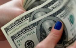 Dólar fecha em baixa pela terceira sessão seguida
