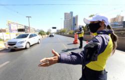 Semob orienta motoristas nas rotas alternativas para garantir fluidez no trânsito no 1º dia de interdição da Trincheira Jurumirim