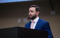 Ulysses Moraes pede informações sobre obras paradas em General Carneiro