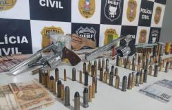 Armas, munições e dinheiro são aprendidos em local alvo de buscas da Operação New Life