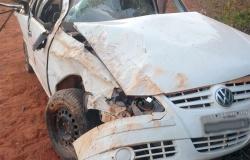 Sete pessoas são arremessadas de carro durante capotamento e duas passageiras morrem em MT