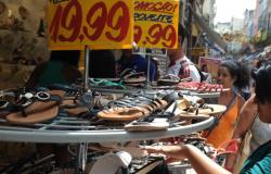 Taxa de informalidade no mercado de trabalho sobe para 40%, diz IBGE