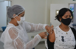 Vacinação chega aos jovens de 25 a 29 anos neste sábado, em Várzea Grande
