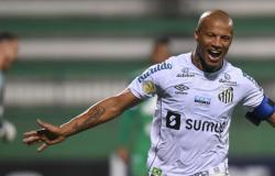 Com gol de Carlos Sánchez, Santos FC vence a Chapecoense na Arena Condá