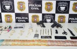 Dois adultos são presos em flagrante com armas e entorpecentes durante mandados de buscas em Rondonópolis