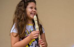 Crianças e adolescentes de Brumadinho abraçam música após desastre