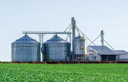 Com produção aquecida, agricultores investem em complexos de armazenagem
