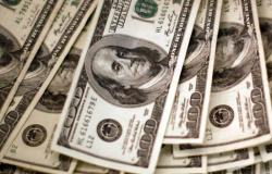 Dólar aproxima-se de R$ 5,30 e fecha no maior valor desde maio