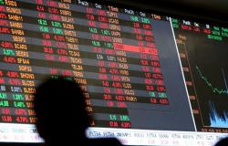 Bolsa fecha no menor nível desde maio em dia tenso no mercado