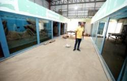 Vidros adequados são instalados no Aquário Municipal