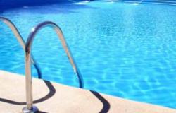 Árvore cai e mata menina de 6 anos que brincava na piscina com a família