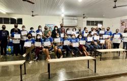 Deputado Thiago Silva entrega de certificados de cursos profissionalizantes em Paranatinga