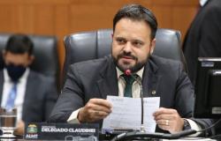 """""""São denúncias graves do jornalista e o governo tem que explicar a contratação de agência"""", diz Claudinei"""