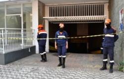 Alagamento em  subsolo de prédio mobiliza Defesa Civil que interdita meia pista da rua Barão de Melgaço