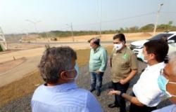 Prefeito e equipe vistoriam obras de de avenida de mais de 3 km na região Oeste; Parcerias fomentam crescimento da cidade