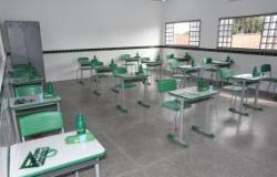 Emanuel Pinheiro sanciona Lei Complementar sobre as medidas para o retorno das aulas em sistema híbrido na capital