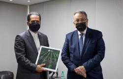 Presidente da CNA recebe embaixador do Irã no Brasil