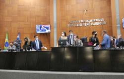 Deputados votam em redação final projeto que aprova convênios ICMS