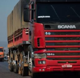Sancionada a lei que altera tolerância no excesso de peso de caminhões