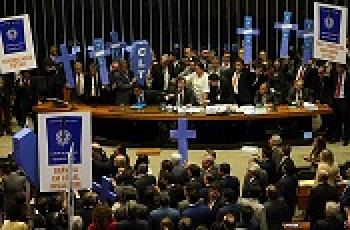 EM NOVA REFORMA TRABALHISTA, GOVERNO QUER >PULVERIZAR> DIREITOS