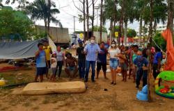 Venezuelanos indígenas que viviam nas imediações da rodoviária são acolhidos