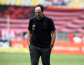 Dirigentes do Flamengo amanhecem na Gávea, e reunião no fim da tarde vai definir situação de Rogério Ceni