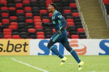 Hugo Souza após vitória do Flamengo sobre o Vasco: 'Importante para seguirmos atrás do sonho do bi'