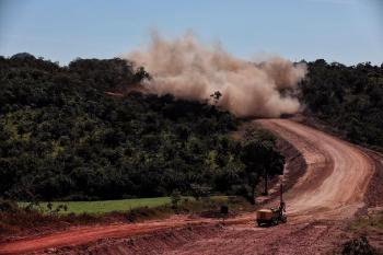 Detonação é realizada em Serra de Araguainha para avanço das obras na MT-100