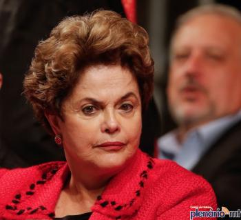 'Lutaremos por reconstrução do Brasil', afirma Dilma em evento de 1º de maio
