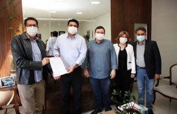 Kalil Baracat e representantes da indústria se unem por vacinas