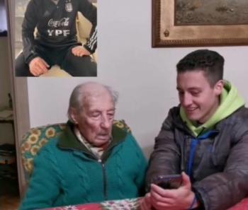 Desfrutando a Copa América, Messi homenageia fã de 100 anos que anota todos seus gols em um caderno; vídeo