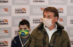 Bolsonaro tem sintomas de covid-19 e faz novo exame para detectar doença