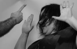 Adolescente, com passagem por furto, quebra dedo da ex-namorada e é detido