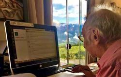 Universitário com 92 anos se adaptou à internet para assistir aula online durante a pandemia