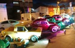 Clássicos automobilísticos fazem carreata para colorir as ruas da Capital e VG