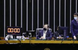 Deputados decidem nesta segunda como será eleição da Câmara