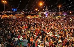 Governador cancela ponto facultativo de Carnaval e proíbe festas em todo MT