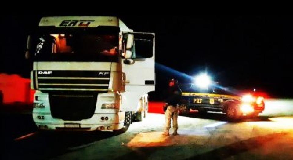 PRF localiza caminhão trator que havia sido roubado