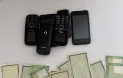 PF apreende celulares e títulos, e prende mais 2 em operação de fraude em auxílios