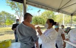 Vice-prefeito recebe 1ª dose da vacina contra Covid-19 e reforça sentimento de gratidão aos profissionais da saúde